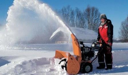 Снігоприбиральна машина з мотоблока: пристосування і насадки