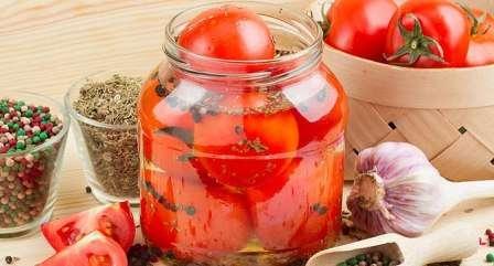 Солоні помідори на зиму в банках рецепт з фото