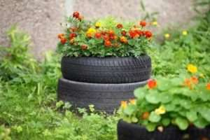 Вироби з покришок: клумби, квітники, фігури, садові меблі