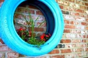Як зробити клумбу з покришок – варіанти садового креативу