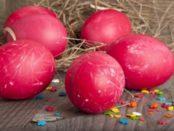 Фарбування яєць на Великдень буряком
