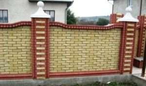 З чого почати установку цегляного паркану