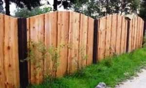 Для установки своїми руками дерев'яного паркану вам знадобляться