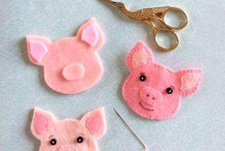 Подарунки з символом 2019 Нового рокуКоричневої (жовтої) Свині або Кабана