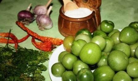 Як квасити зелені помідори у відрі - покроковий рецепт приготування на зиму
