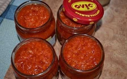 Кетчуп з помідорів та хріном на зиму