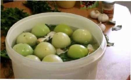 Як засолити зелені помідори в кастрюлі на зиму - покроковий рецепт з фото