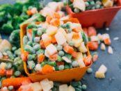 Які овочі, ягоди, гриби та зелень можна заморожувати в домашніх умовах для зберігання на зиму